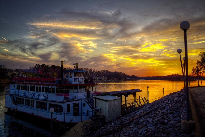 Riverboat Dinner and Dance Cruise in Hot Springs