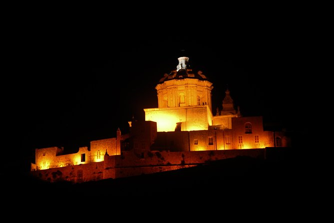 Visite nocturne de Malte en véhicule