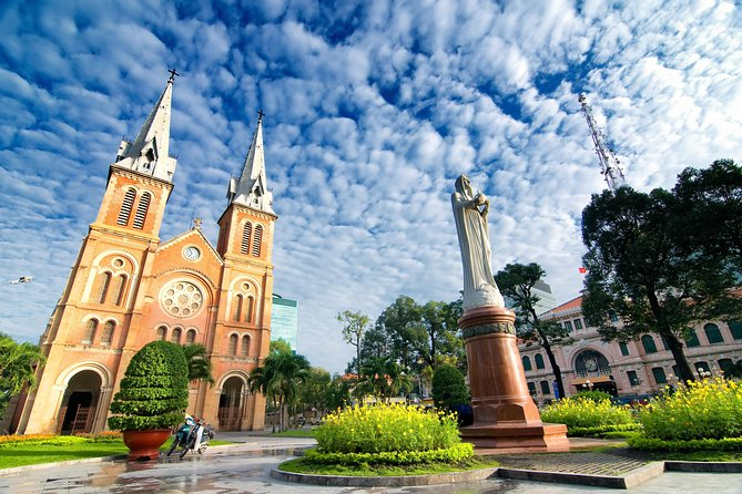 Private Tour: Ho Chi Minh City Sightseeing Tour and Cu Chi Tunnels