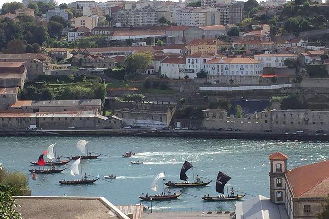 Traslado particular saindo do Porto para Lisboa ou de Lisboa para o Porto (excursão pela cidade inclusa)