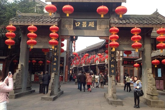 Chongqing Airport to Cruise Transfer including Half-Day Sightseeing & Hot Pot
