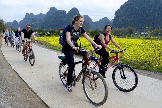 One-Day Li River Cruise with Biking Tour in Yangshuo