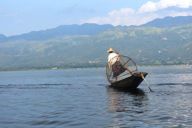 Kayaking on Inle lake