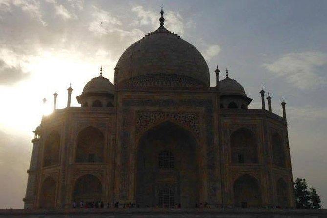 Explore Taj Mahal at Sunrise