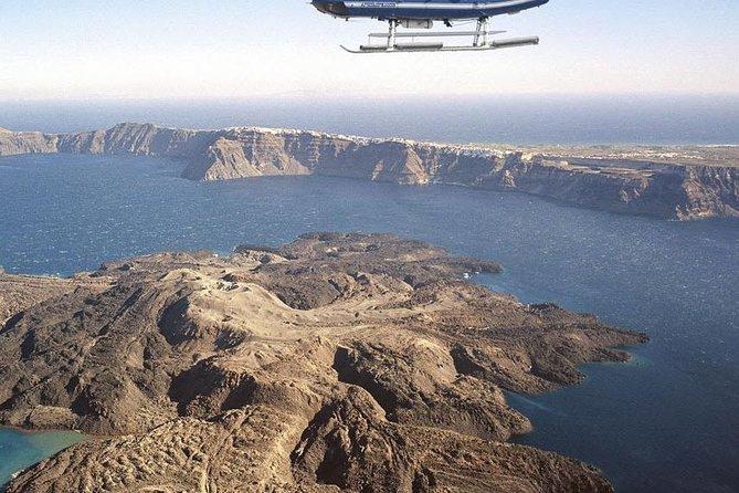 Profitez d'un vol panoramique autour de Santorin avec un pilote professionnel