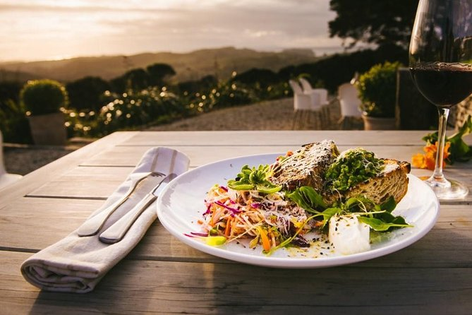 Evening Waiheke Wine Tasting and 2 Course Dinner Tour from Auckland