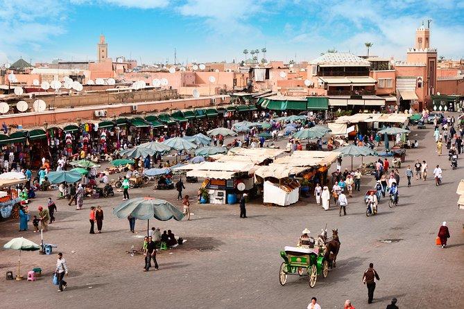 Escapada guiada de un día por Marruecos desde Casablanca con plaza Djemaa el-Fna y el palacio de la Bahía
