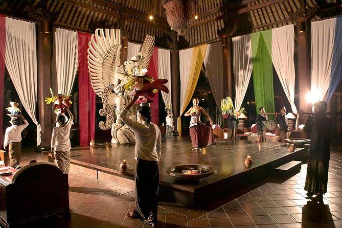 Experiencia de cena privada de Royal Tugudom con puesta de sol en el templo de Tanah Lot