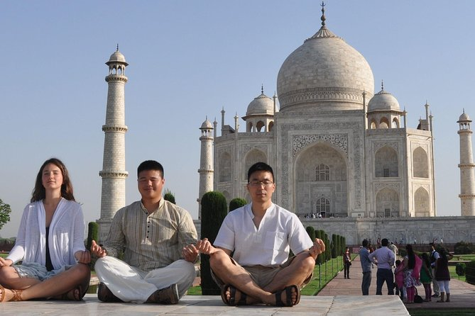 Private Trip to Taj Mahal With Front & Reverse View