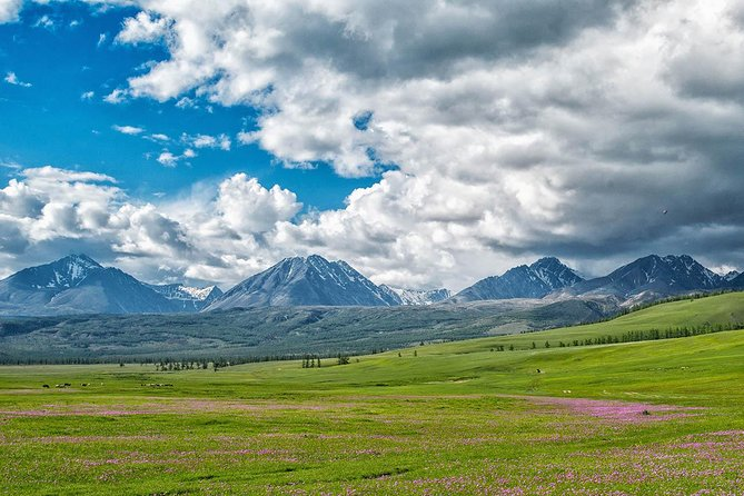 Mongolia Full Immersion! 17 Days for discover volcanos and lakes with us!