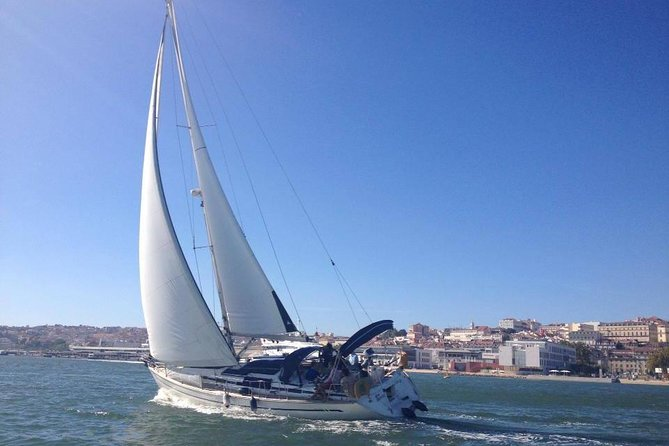Private Tour: Lisbon Coast Cruise