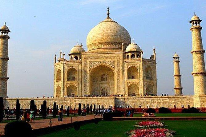 A leisure Trip To Taj Mahal From Delhi
