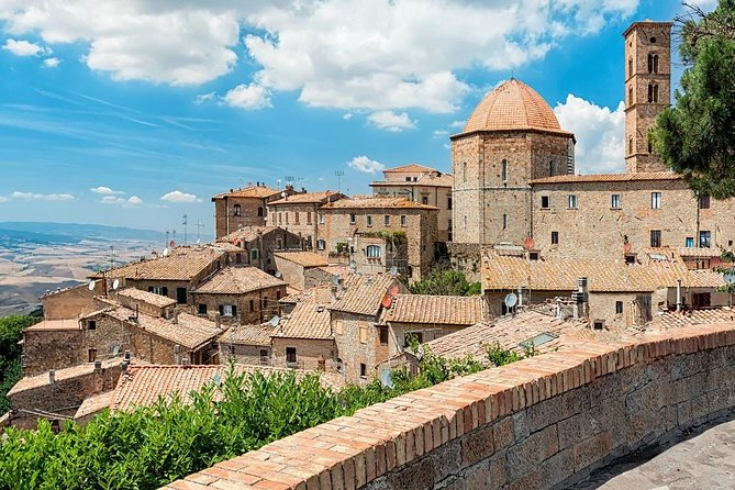 Discover Tuscany In A Day Pisa-volterra-san Gimignano-siena - Private Tour