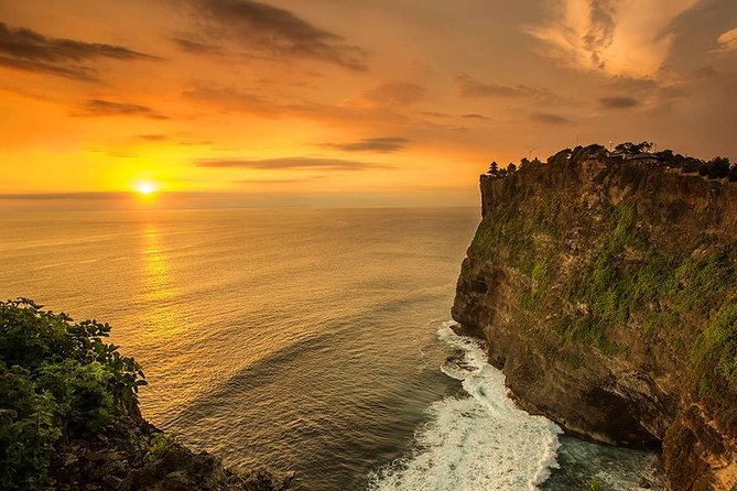 Private Tour Bali Beaches and Uluwatu Temple with Dinner