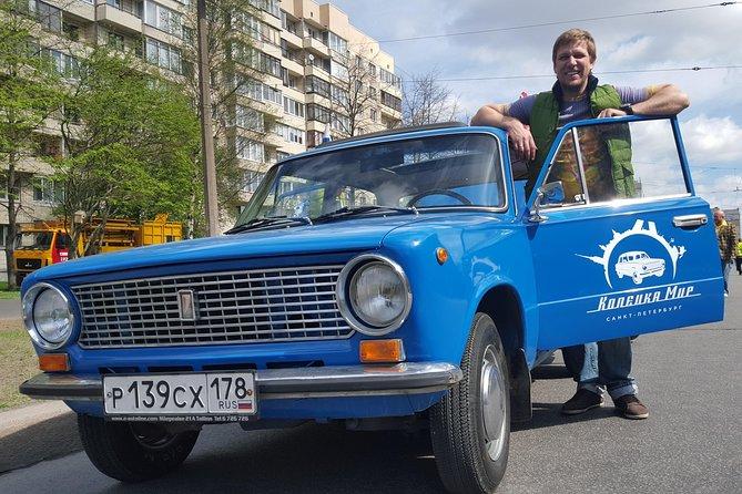 USSR車によるユニークな観光ツアーは、主要なハイライト、伝説と都市のヒントを含みます