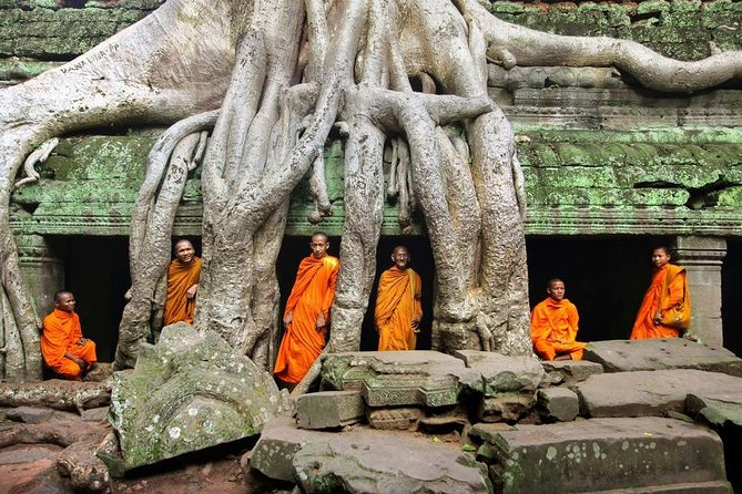 Angkor Wat Excursions with Khmer Lunch and Entrance fee