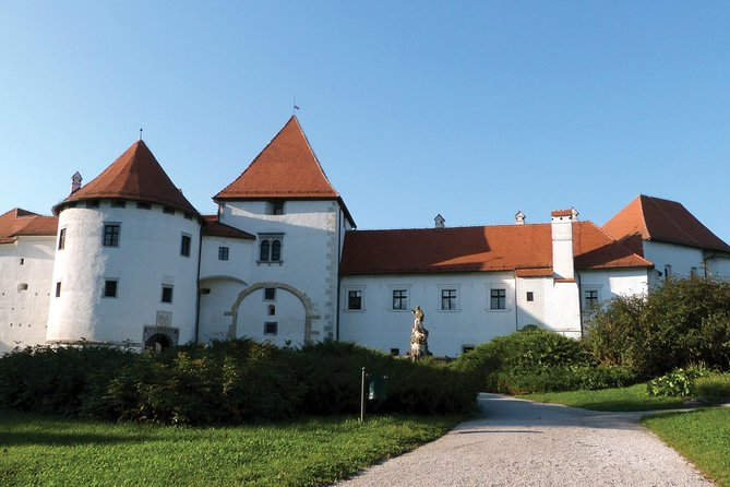 Private Trakoscan Castle and Varazdin Tour from Zagreb