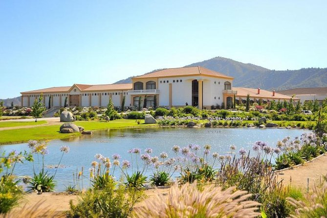 Estancia El Cuadro Winery Tour from Santiago Including Carriage Ride and Folkloric Show