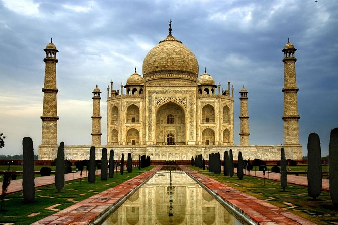 Private Taj mahal tour with Fatehpur Sikri from Delhi By Superfast Train