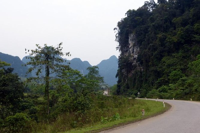 TOUR TO THE CAVES - Paradise & Dark caves from Dong hoi city