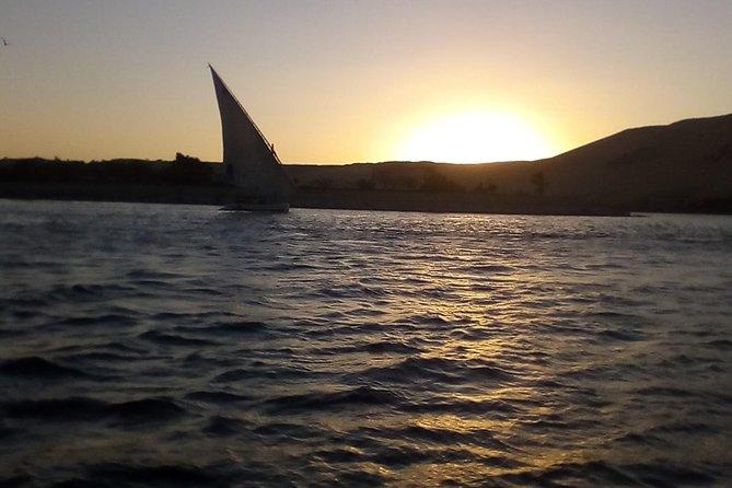 Passeio de veleiro em Felucca na cidade de Luxor