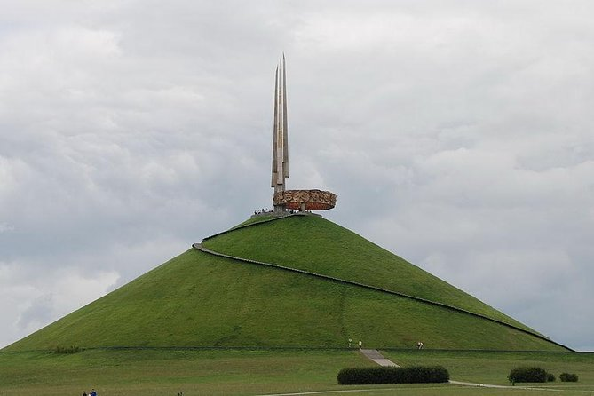 Sightseeing tour to The Mound of Glory