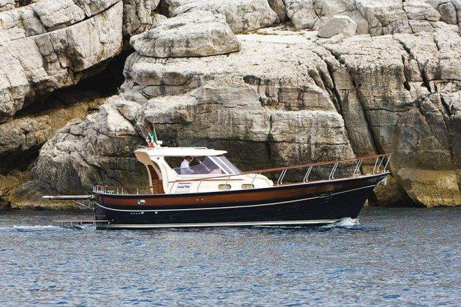Passeio de barco ao pôr do sol e natação na Villa Pollio Felice de Sorrento