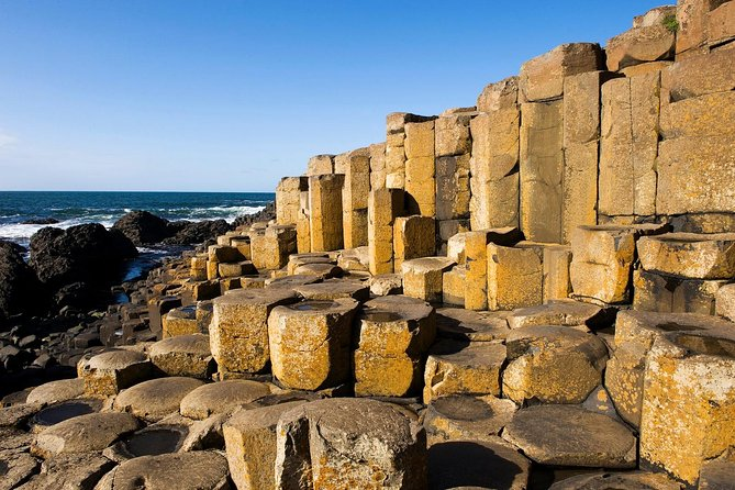 Belfast, Giant's Causeway and Dunluce Castle with Spanish Speaking Guide