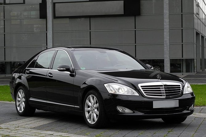 Premium Airport Transfer from Budapest to Vienna Schwechat
