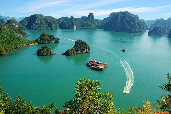 Half-day Glamours of Ha Long Bay from Ha Long