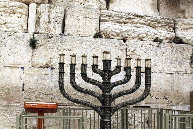 Visit a synagogue of Jerusalem