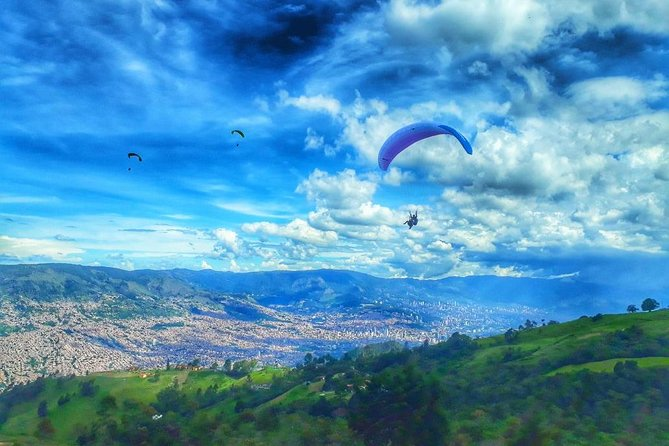 Paragliding in Medellin: A Breathtaking Private Experience