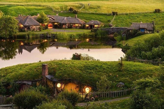 Hobbiton & Waitomo Caves Exklusive Luxus-Tagestour ab Auckland