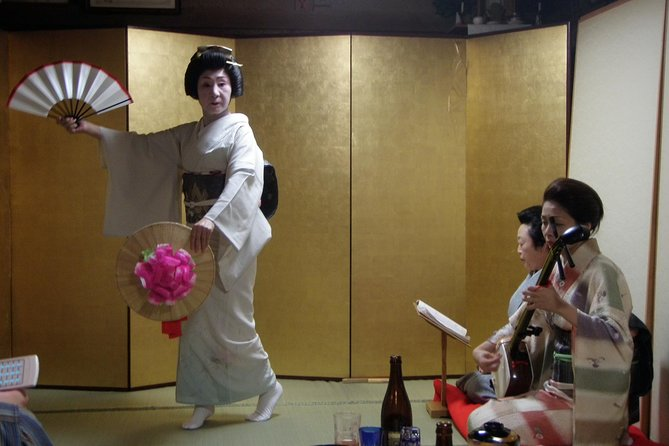 Geisha Party with Dinner and Sake in an Old Japanese Folk House