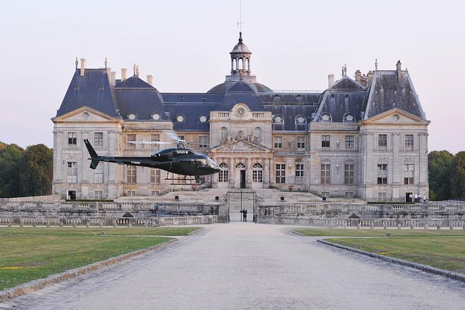 Helicopter Tour to Château de Vaux-le-Vicomte from Paris & Champagne Reception