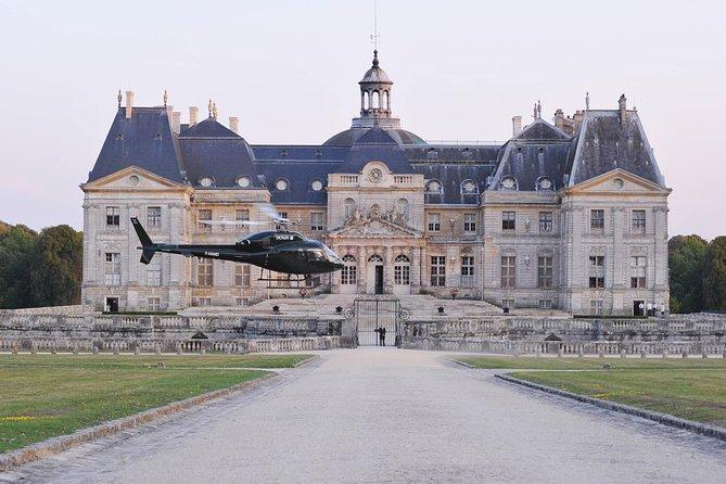Helicopter Tour to Château de Vaux-le-Vicomte from Paris & Champagne Reception