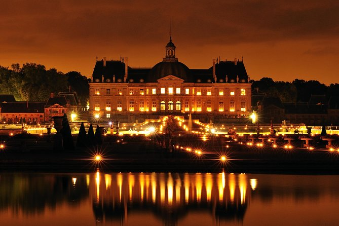 Vaux-le-Vicomte Evening Helicopter Tour from Paris 3-Course Champagne Dinner