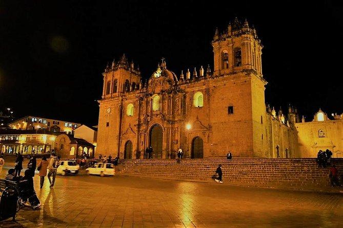 Bedste af Cusco City by Night, Walking Tour, Pisco Sour og traditionel middag