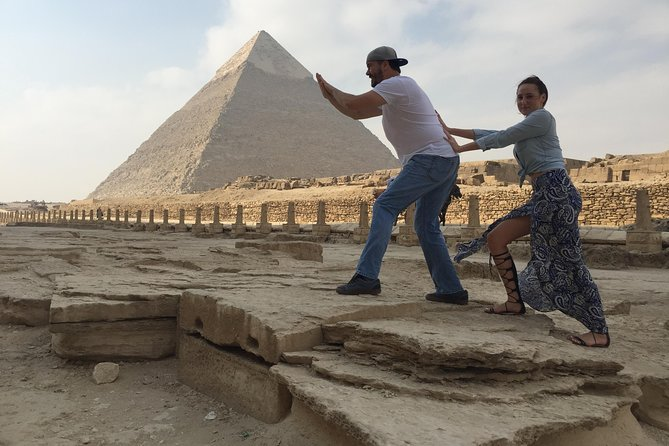 Private Layover Day Tour from Cairo to Giza Pyramids and Egyptian Museum