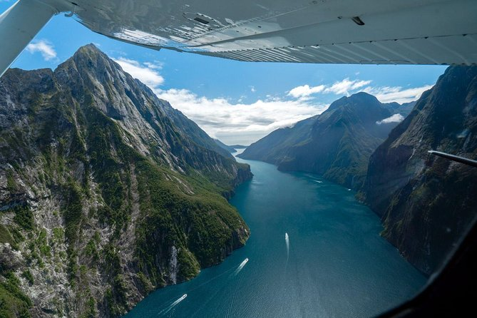 Milford Sound Glacier Flight & Cruise from Wanaka
