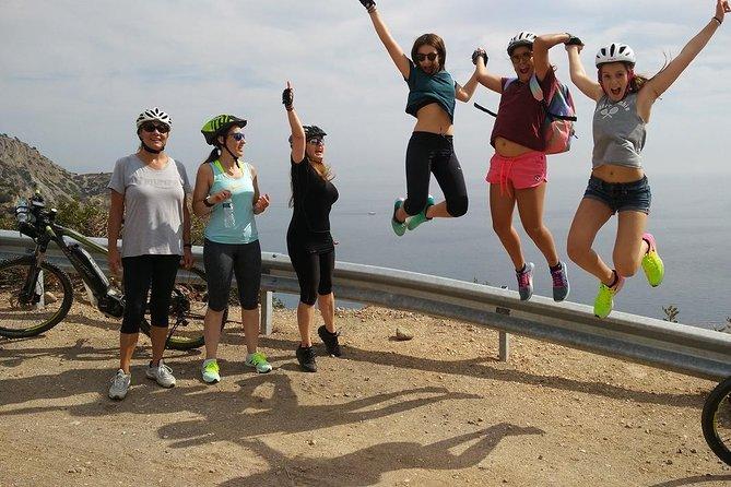 Zelfstandige dagtrip met elektrische fiets naar Aegina - Het eiland van Afaia