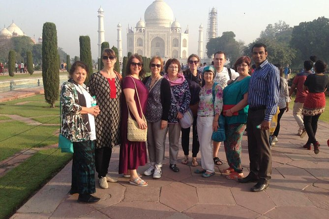 Private Tour: Taj Mahal on Tour from Delhi to Agra with VIP Entrance Ticket