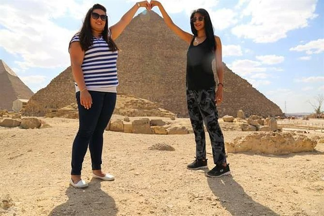 Private Day Tour: Giza Pyramids and Sphinx Includes entrance fee, professional camera man , lunch