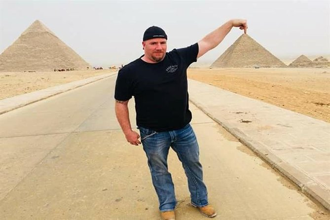 Private Day Tour: Giza Pyramids and Sphinx and professional camera man