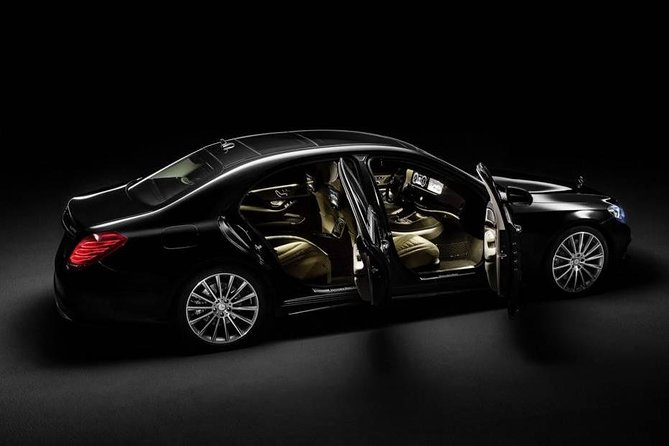 Luxury private Round trip from AMS Schiphol Airport to Amsterdam and return