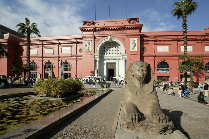 8-Hours Private Tour to The Great Giza pyramids, The Egyptian Museum and Bazaar