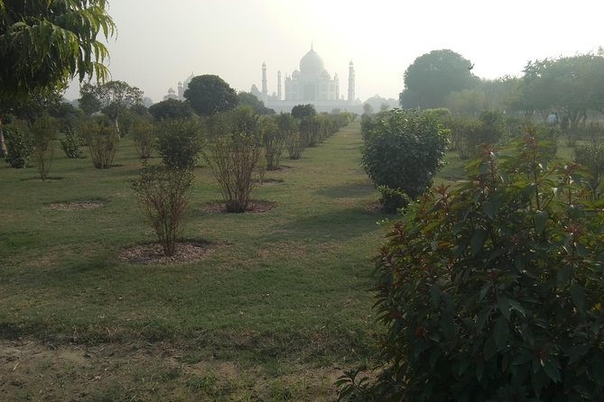Private Taj Mahal Sunrise Day Tour From Delhi by Car