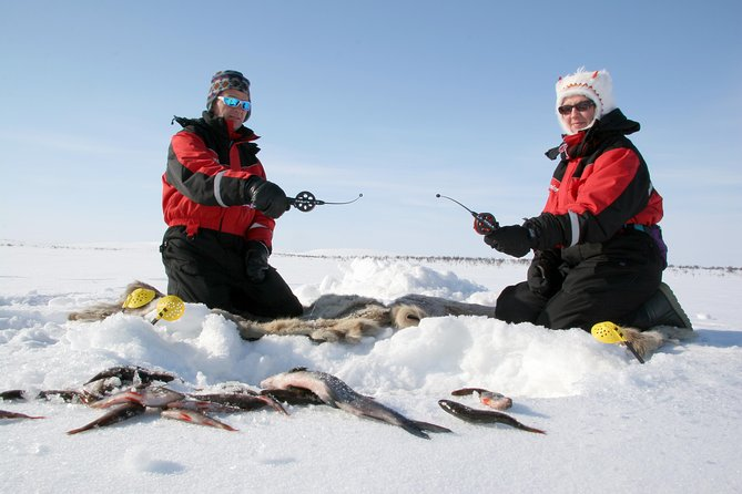 Lapland Ice Fishing Experience med snemobil fra Luosto