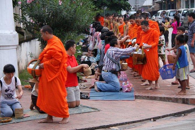 Almuerzo de la mañana y visita al mercado en Luang Prabang