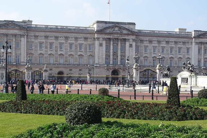 Amazing Buckingham Palace, St James's Palace, Hampton Court Palace Private Tour